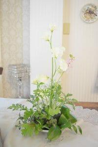 コーンシェイプの中心になる背の高い花を入れた状態