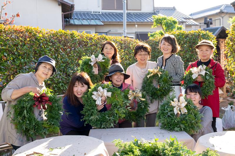 アトリエ花の夢「エバーグリーンのクリスマスリース」ガーデンレッスン報告