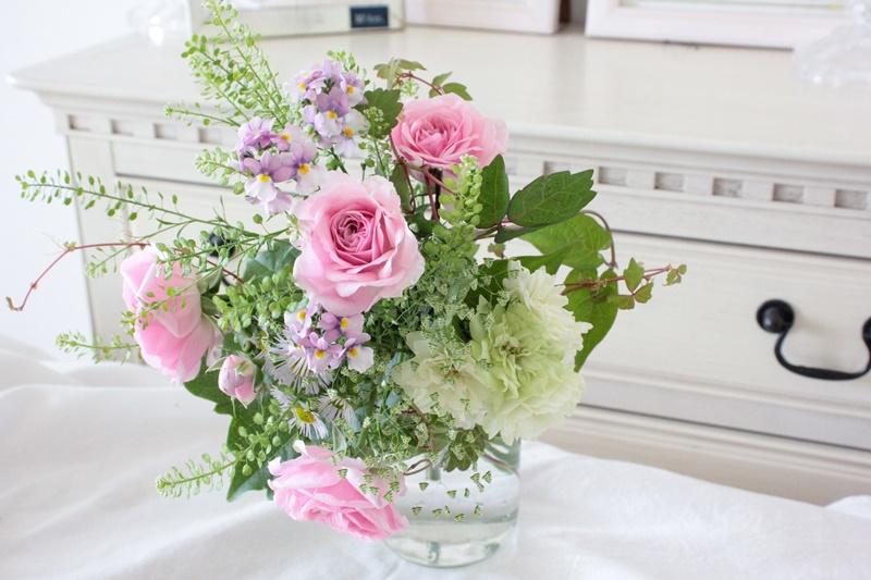 【花と暮らす】雑草と育てたバラで束ねるブーケ