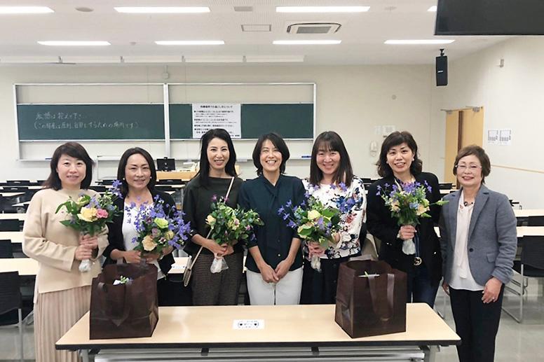 京都橘大学淳芳会ホームカミングデーでフラワーアレンジメント講習会